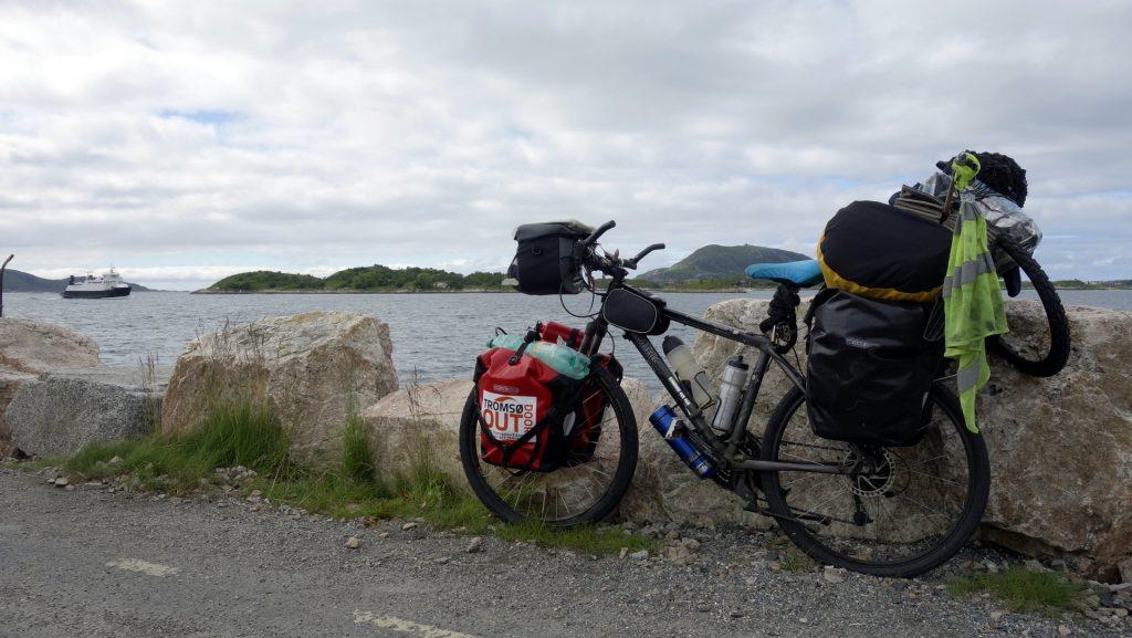 cicloturismo-ferry-llegando