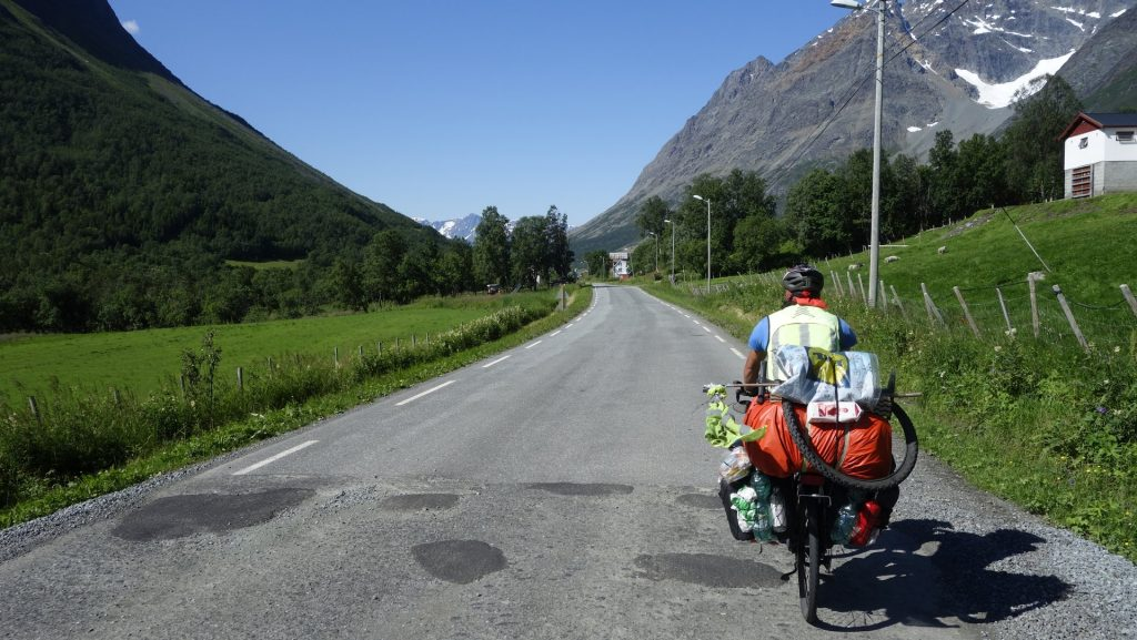 cicloturismo-montañas-noruega